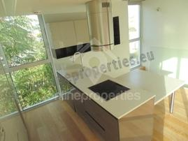 2 bedroom top floor modern & stylish maisonette