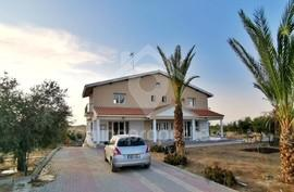 3 bedroom Semi Detached house in Latsia area-great location and garden