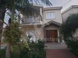 Beautiful Detached House of 3 large bedrooms and an attic (Furnished version)