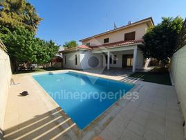Detached House of 4bed+ with pool