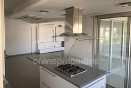 Modern Top Floor 3bedroom flat