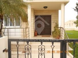 Well maintained House of 4+1 with garden /Max one year lease ONLY