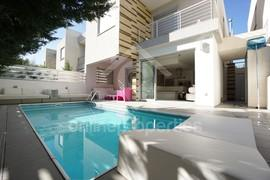 Beautiful,modern & nicely furnished detached house with swimming pool