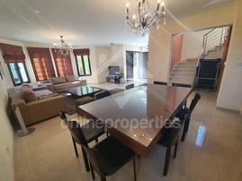 4 bed modern furnished house with garden