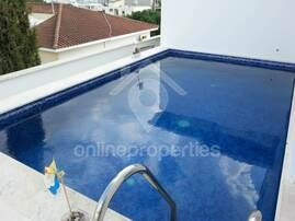 Top floor 2 bedroom with a private swimming pool