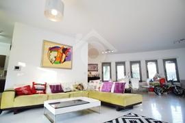 Nicely & Modern Furnished Detached Corner House