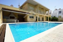 Four bedroomed House with pool in Aglantzia