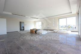 Luxurious 4bed apartment with pool