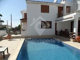Nice semi detached house with a swimming pool