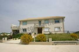 Five Bedroom House in Kalo Chorio For Rent