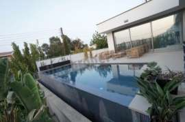 Luxurious Designed 3+bedroom house in a cul de sac